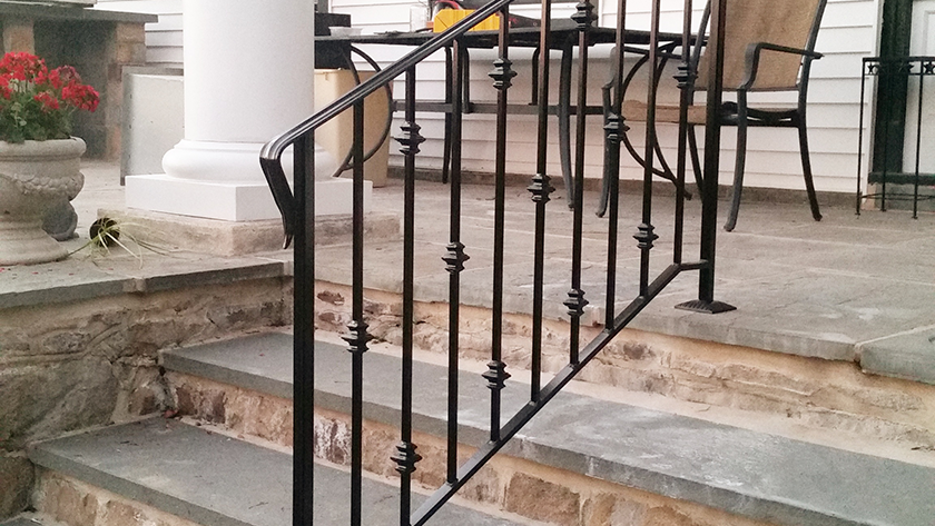 E2 Exterior Iron Railing With Collars