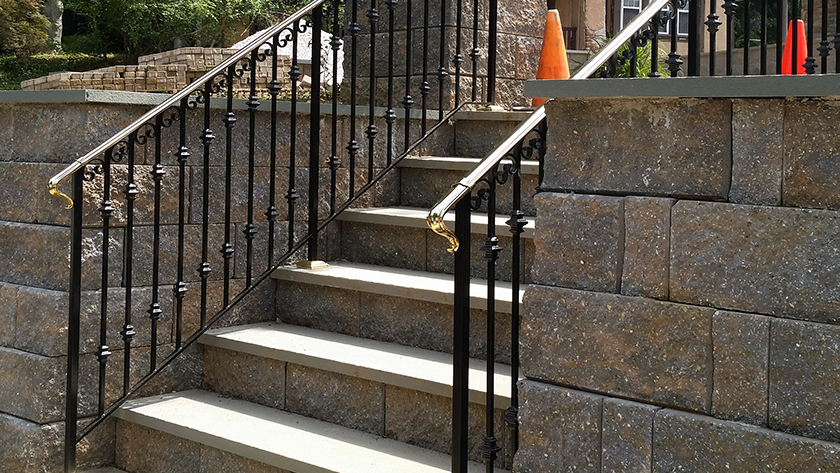 E6 Iron Railing With Brass Top Rail