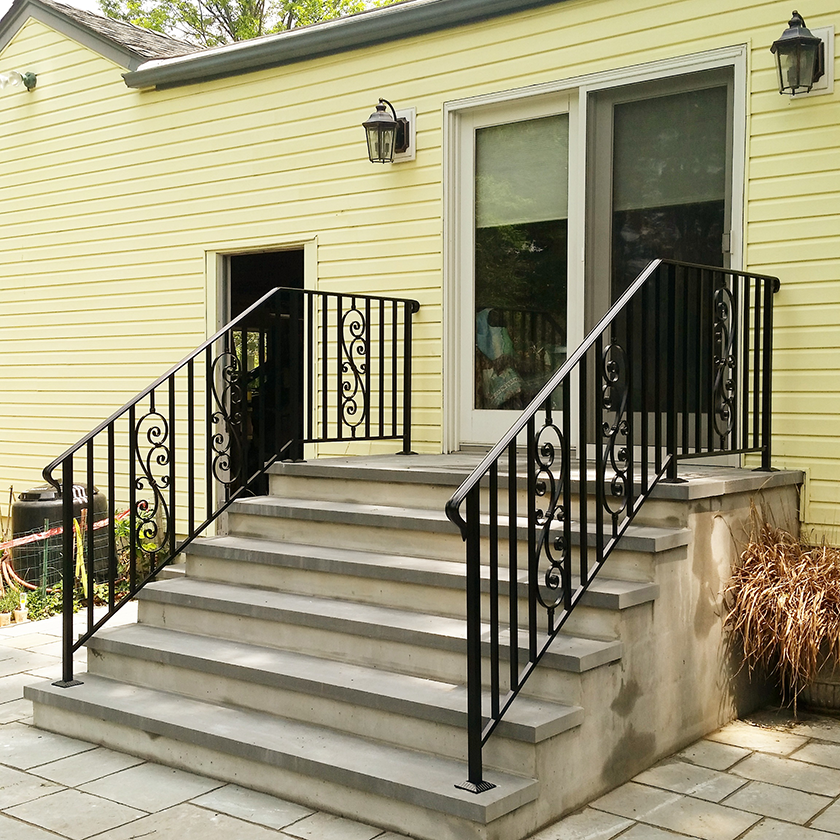 Superbe E9 Exterior Iron Railing With Inserts