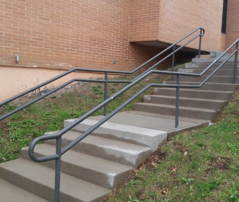 EC3 Commercial Two Line Pipe Railing