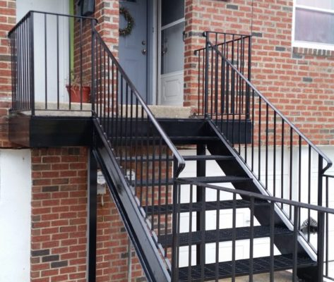 EC4 Steel Staircase And Balcony With Railings